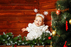 Nettes kleines Mädchen gekleidet als Schneeflocken Lizenzfreies Stockbild