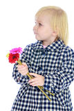 Nettes kleines Mädchen im Herbstmantel Stockfotografie