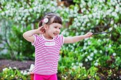 Nettes kleines Mädchen ist ein Magier Stockfoto