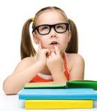 Nettes kleines Mädchen träumt Stockfotografie