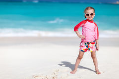Nettes kleines Mädchen am Strand Stockfotos