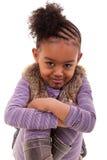 Nettes kleines schwarzes Mädchen verärgert stockbild