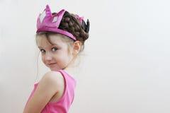 Nettes Kleinkindmädchen in der Tiara Lizenzfreies Stockbild