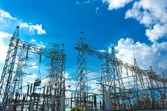 Nettes Kraftwerk der elektrischen Leistung am Tag Lizenzfreies Stockfoto