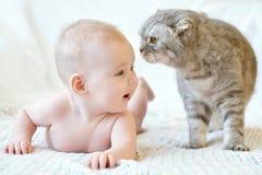 Nettes lächelndes Baby Stockbilder