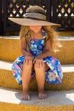 Nettes Mädchen auf dem Strand Stockbild