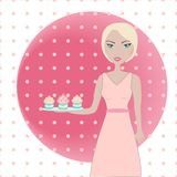 Nettes Mädchen, das einen Behälter mit kleinen Kuchen hält Stockfoto