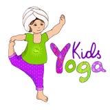 Nettes Mädchen, das kundalini Yoga tut Stockfotos