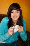 Nettes Mädchen, das Videospiel spielt Stockfotografie
