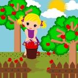 Nettes Mädchen in der Apfelbauernhofkarikatur Lizenzfreies Stockfoto