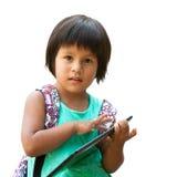 Nettes Mädchen des amerikanischen Ureinwohners mit Tablette. Stockbild