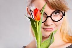 Nettes Mädchen mit Blume Lizenzfreie Stockbilder
