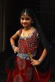 Nettes Mädchen mit Dandiya Steuerknüppeln Stockfotos