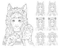 Nettes Mädchen mit dem langen Haar in den verschiedenen Tierhüten set Stockfoto