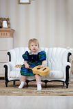 Nettes Mädchen mit Gitarre Stockbilder