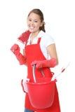 Nettes Mädchen mit Reinigungs-Zubehör Lizenzfreie Stockfotos