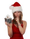 Nettes Mädchenholding-Weihnachtsgeschenk lizenzfreie stockfotografie