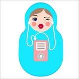 Nettes matryoshka mit MP3-Player Stilvolle russische Puppe Stockfotos