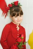 Nettes Mädchen im roten Rosen-Kostüm Lizenzfreie Stockfotografie