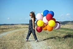 Nettes Mädchen mit Ballonen Stockbild