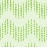 Nettes Muster mit Klee verlässt auf grünem Hintergrund Stockbild