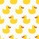 Nettes nahtloses Muster mit gelber Gummiente auf Tupfenhintergrund Lizenzfreie Stockfotografie