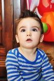 Nettes Porträt des kleinen Jungen lizenzfreies stockbild