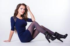 Nettes reizendes Mädchen im Kleid Lizenzfreie Stockfotos
