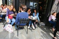 Nettes Restaurant in Paris Stockbild