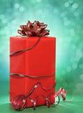 Nettes Rotweihnachtsgeschenk stockbild