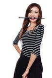Nettes schönes Mädchenkünstler Brush-Zahnstückchen in die Farbe im Prozess zeichnet Inspiration Weißer Hintergrund, lokalisiert Stockbilder