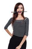 Nettes schönes Mädchenkünstler Brush-Zahnstückchen in die Farbe im Prozess zeichnet Inspiration Weißer Hintergrund, lokalisiert Stockbild