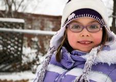Nettes Schulmädchen an einem Wintertag Lizenzfreies Stockbild