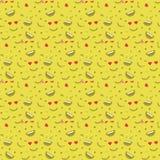Nettes smileygesicht, im nahtlosen Musterhintergrund des Liebesgesichtes Lizenzfreies Stockfoto