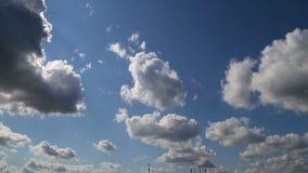Nettes timelapse mit großen Wolken highlighten mit Sonne stock video footage
