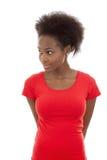 Nettes und glückliches lokalisiertes afroes-amerikanisch Mädchen, das seitlich auf w schaut lizenzfreies stockbild