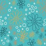 Nettes und modisches Blumenmuster mit Tulpen, Mohnblumenblumen und Beeren Stockfotografie