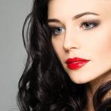 Nettes weibliches Gesicht mit Make-up Lizenzfreie Stockfotografie
