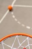Netto basket och mål arkivbild