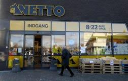 Netto-discoun Nahrungskette öffnet 24 Stunden Lizenzfreie Stockbilder