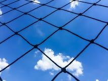 netto en blauwe hemel stock afbeelding