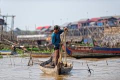 Netto för fiskarerollbesättning, Tonle underminerar, Cambodja arkivfoto