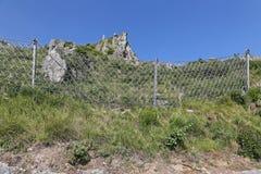 Netto het staal verhindert Rockfalls royalty-vrije stock afbeelding
