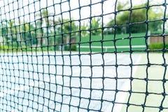 netto met lege tennisbaanachtergrond stock afbeelding
