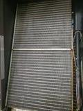 Nettoyé sur le refroidisseur de bobine ou l'aileron d'aluminium du cooller industriel d'air photo libre de droits