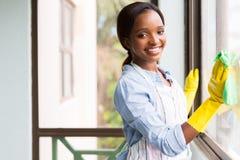 Nettoyage africain de fille Photo stock