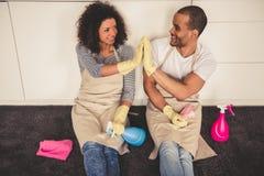 Nettoyage afro-américain de couples Image libre de droits