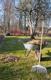 Nettoyage de jardin de source Images stock