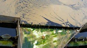 Nettoyage de l'eau : installation de purification images stock