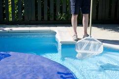 Nettoyage de piscine Image stock